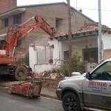 Derribo de torre y retirada de escombros en viladecans